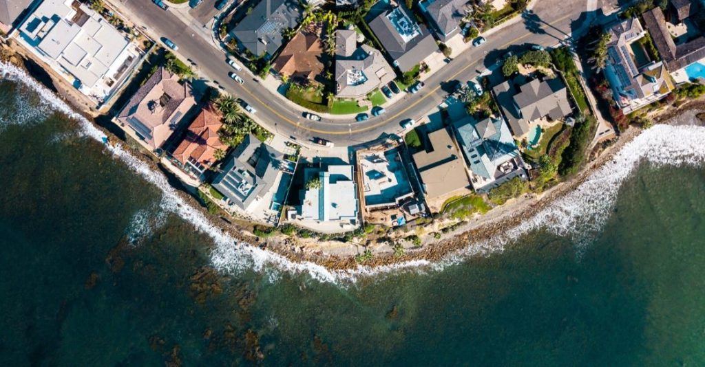 Should you refinance your mortgage loan? houses by the ocean